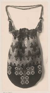 Fotografie eines perlenbestickten Beutels von Reiffenstein, Bruno