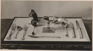 Fotografie eines Essbestecks nach Entwurf von Charles F. A. Voysey, ausgeführt von der Guild of Handicraft in Birmingham (vom Bearbeiter vergebener Titel) von Anonym