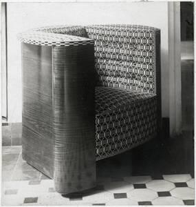 Fauteuil für das Atelier von Gustav Klimt, Wien VIII, Josefstädter Straße 21, Foto aufgenommen: Ausstellungsraum der Wiener Werkstätte, Firmensitz, Wien VII, Neustiftgasse 32-34 von Anonym